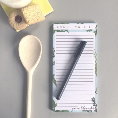 Shopping list with botanical design and give thanks handlettering
